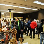 Auch Gedrechseltes aus Holz, Stoffsachen, Weihnachtskerzen waren im Angebot