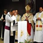 Pater Klaus OPR, der Abt des Klosters St. Severin und Generalabt des Ordens von Port Royal verkündet das Evangelium
