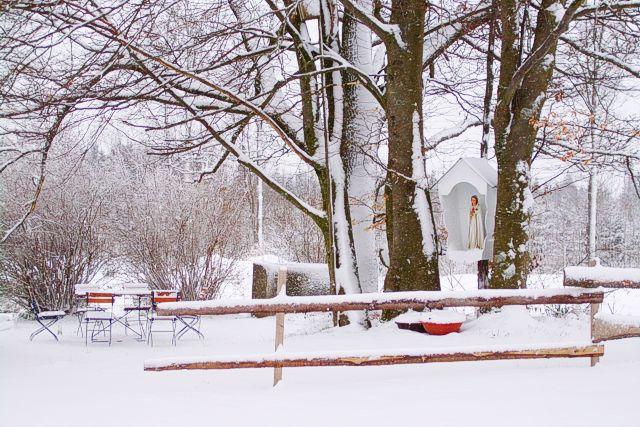 Schnee am Ostersonntag, 08.04.2012 im Kloster St. Severin