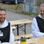 Auch Mönche brauchen mal Pause, links Br. Johannes vom Kloster St. Severin und Br. Gerhard von der Filiatur Brunnenhof