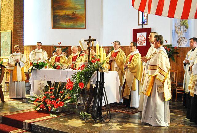 Gruppenfoto mit Bischof Bigaj aus Kanada