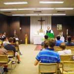 Nach dem gemeinsamen Mittagsgebet erläuterete Abt Klaus OPR das Klosterleben und das Mönchsein