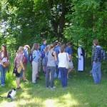 Die Führung ging über das Klostergelände zum Teil auf dem Kräuterlehrpfad