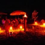 Später bestand die Beleuchtung aus Kerzen, Fackeln und Lagerfeuer