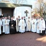 Gruppenfoto mit Geistlichen, Ordensleuten und Mitgliedern der Bruderschaft