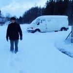 Bruder Maximilien in einer der kleinen Schneewehen, andere waren über einem halben Meter