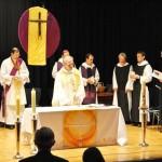 Pater Gerhard zelebriert seinen Primizgottesdienst