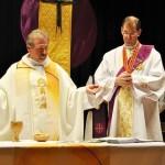 Pater Gerhard mit Assistenz