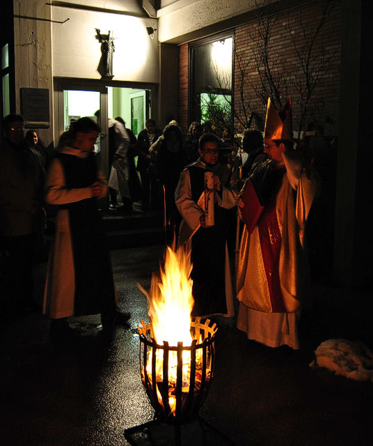 Osterfeuer bei der Osternacht im Kloster St. Severin