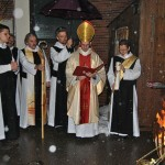 Leider schneite es etwas, so dass wir Abt Michael beschirmen mussten