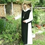 So haben ihn viele in Erinnerung: Abt Klaus Schlapps OPR im Kräutergarten, damals noch in Leinau