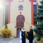 Abt Michael mit Pater Lukasz vor der Kirche in Warschau