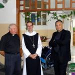 v.l.n.r.: P. Rybka sen. (der Kirche und Altenheim aufbaute), Abt Michael, Pater Lukasz Rybka