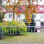 """Das Altenheim """"Samarytanin"""" von der Straßenseite her, links ist die Kirche angebaut"""