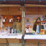 Links Glas- und Metalldesign, rechts verschiedenes aus Holz für den Garten oder drinnen