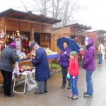 Trotz des regnerischen Wetters fanden doch überraschen viele Besucher den Weg zum Kunsthandwerkermarkt zum Advent der Abtei St. Severin